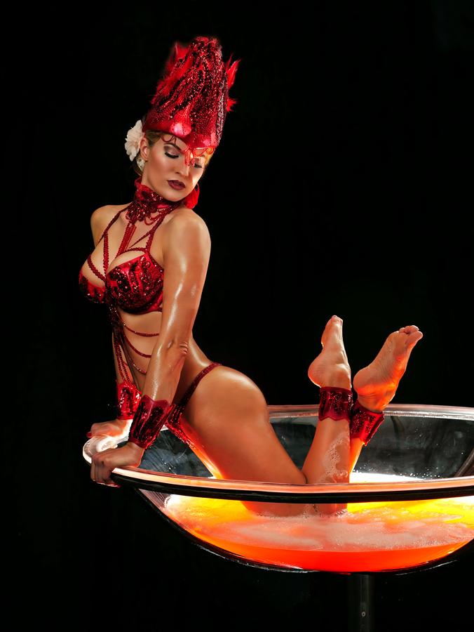 Tolle Sektglasshow mit Leony la Roc buchen