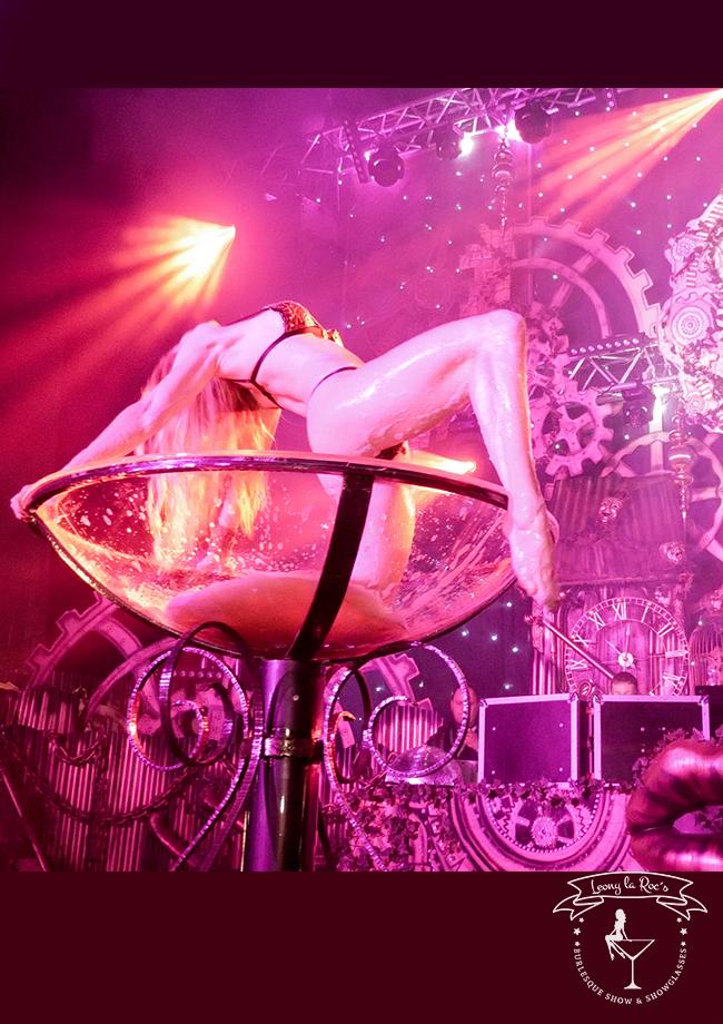 buchen sie für ihre Party als Kirsche auf der Torte eine Champagnerglasshow