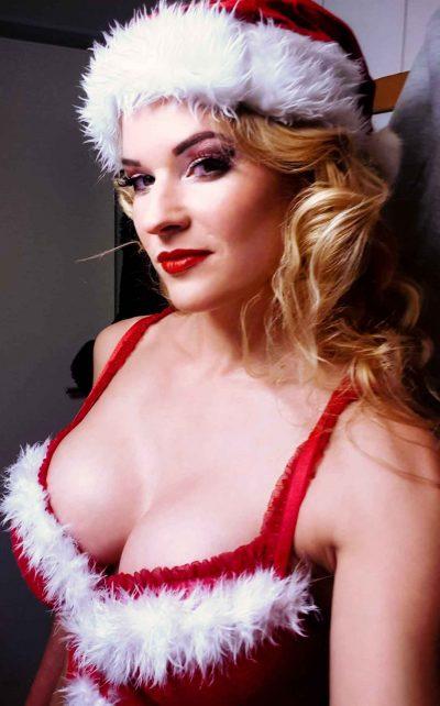 Nikoläusin Leonylaroc mit ihrer Show zur Weihnachtsfeier.