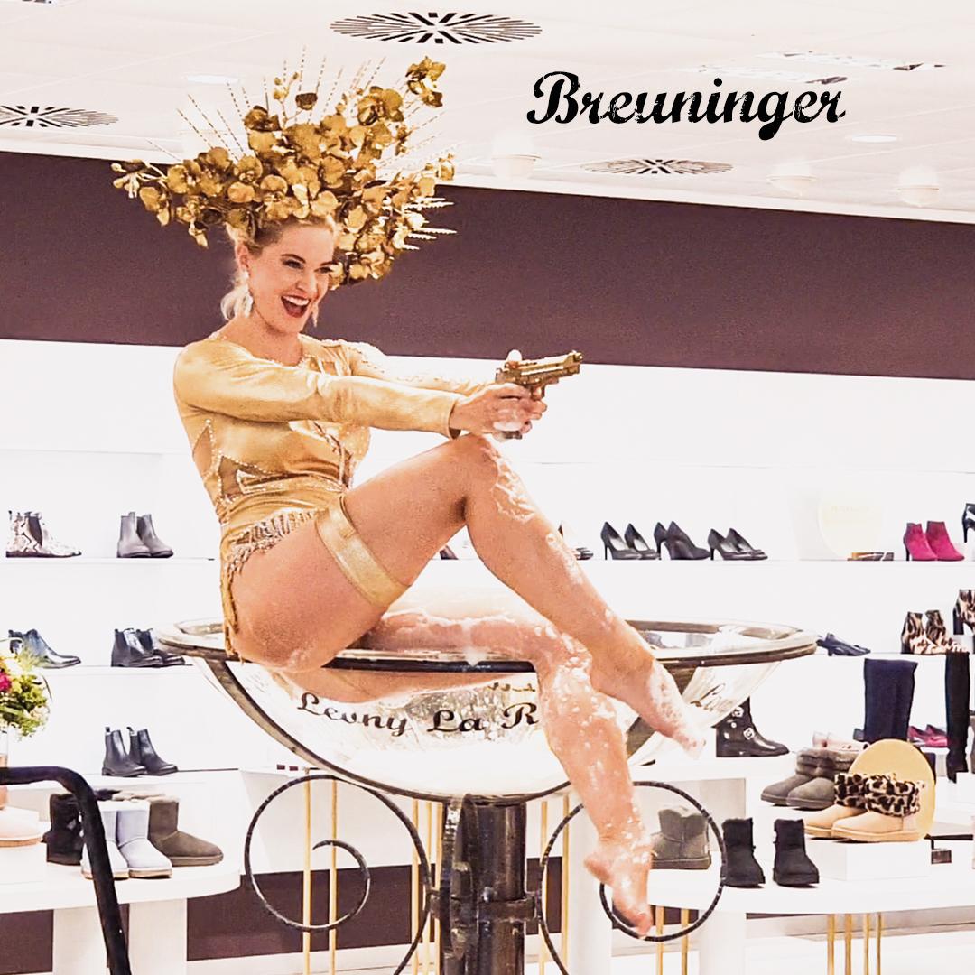Goldshow im goldenen Body mit Showglas